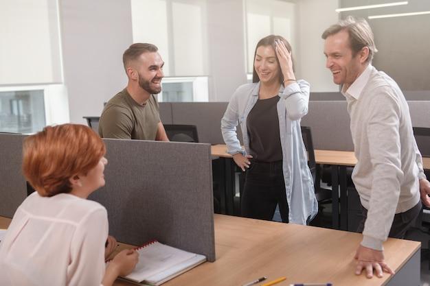 Riunione del team in ufficio