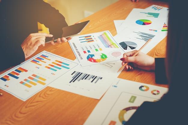 Team di lavoro di squadra fare affari come riunioni aziendali del team
