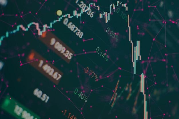 Grafico e indicatore del prezzo tecnico, grafico a candele rosso e verde sullo schermo del tema blu, volatilità del mercato, tendenza al rialzo e al ribasso. commercio di azioni, sfondo di criptovaluta.