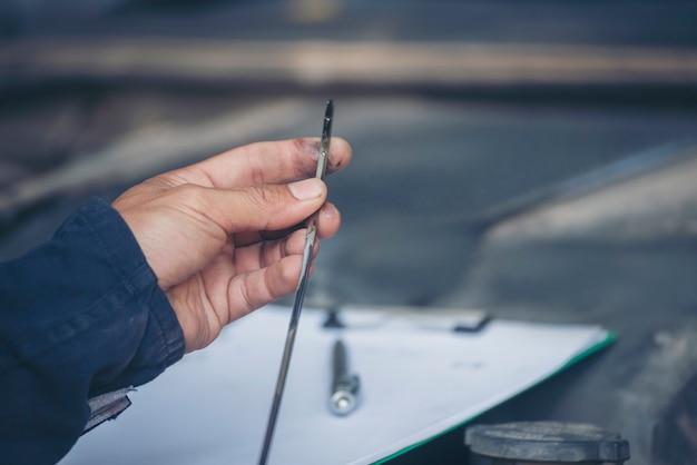Officina tecnica riparazione motore autoveicoli servizio attività di ingegneria meccanica