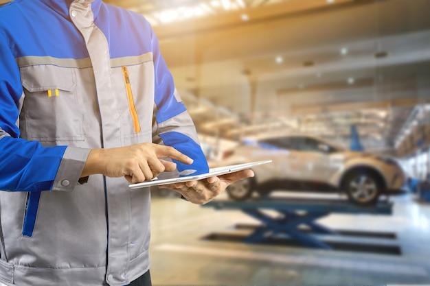 Tecnologia di riparazione auto nei centri di assistenza auto