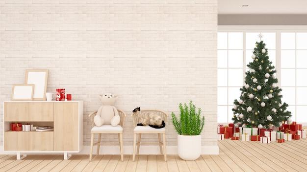 Orsacchiotto, gatto e albero di natale in salotto