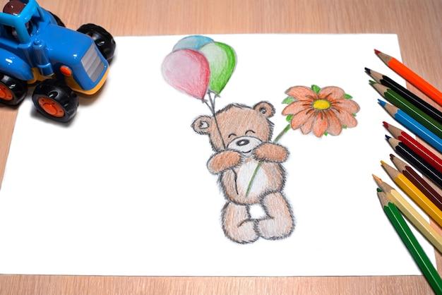 Orsetto con palline e disegno a matita fiore flower