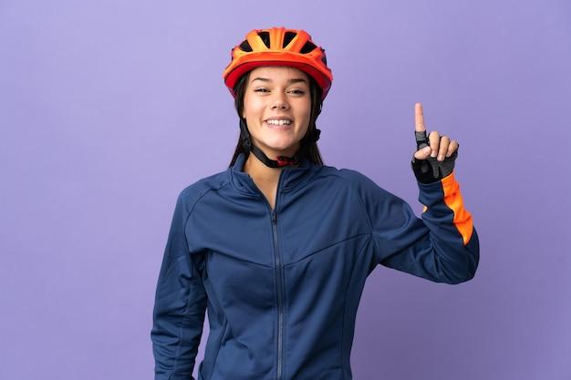 Ragazza del ciclista dell'adolescente che indica una grande idea