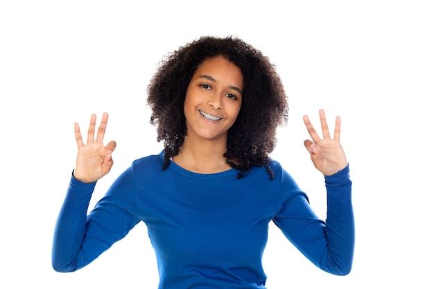 Ragazza dell'adolescente che porta maglione blu isolato Foto Premium