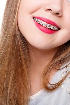 Denti, emozioni, salute, persone, dentista e concetto di stile di vita