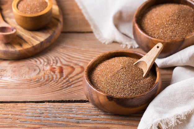 Teff antico a grana fine della cucina eritrea ed etiope e un'alternativa sana senza glutine