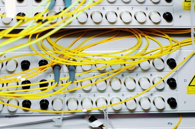 Apparecchiature di telecomunicazione, multiplexor ottico in un datacenter dell'operatore di telefonia mobile.
