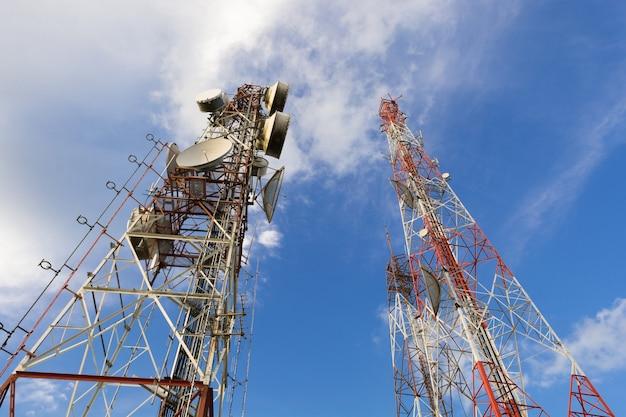 Tecnologia wireless antenne tv albero di telecomunicazione