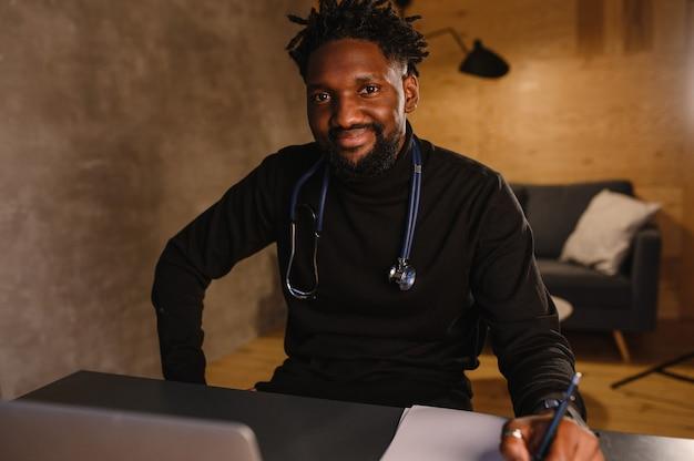 Telemedicina con appuntamento medico virtuale e seduta di terapia online