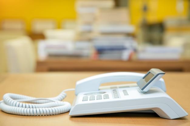 Il telefono in ufficio scrivania