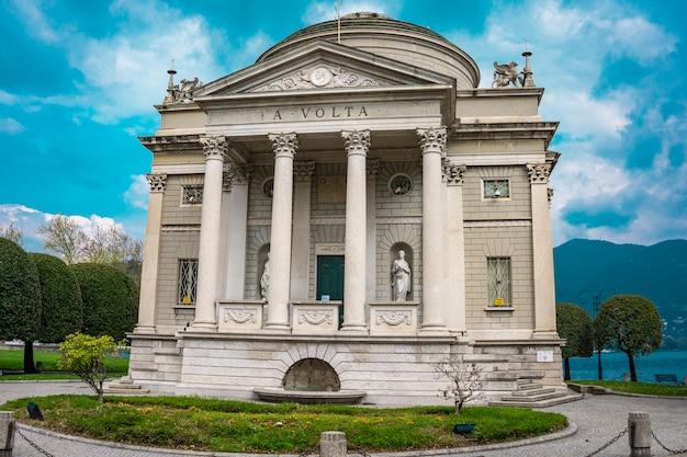 Tempio voltiano, un museo a como, italia, dedicato allo scienziato alessandro volta