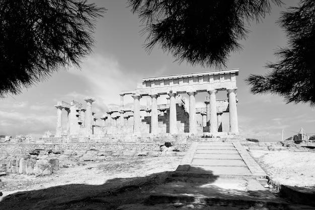 Tempio di aphaea, punto di riferimento dell'isola di egina in grecia