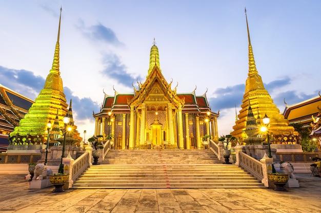 Tempio del buddha di smeraldo o tempio wat phra kaew, bangkok, thailandia
