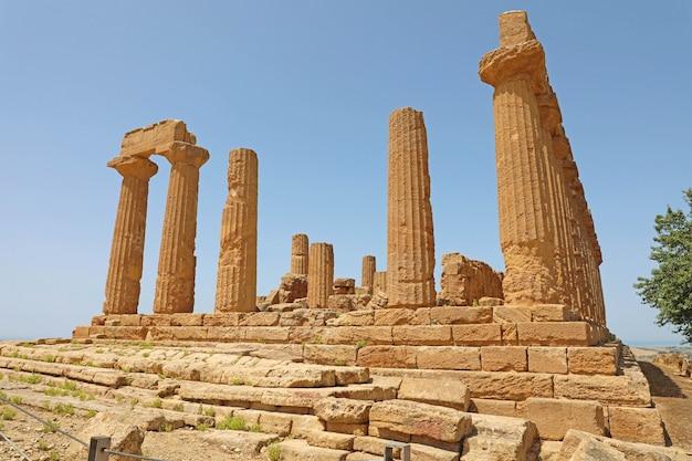 Tempio di giunone (hera) nella valle dei templi, agrigento, sicilia, italia