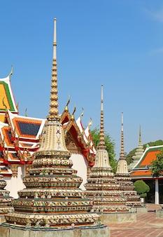 Tempio del buddha sdraiato o wat pho, uno dei più antichi templi buddisti di bangkok situato nell'isola di rattanakosin, città vecchia di bangkok, thailandia