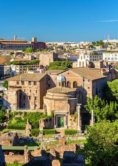 Il tempio di romolo nel foro romano