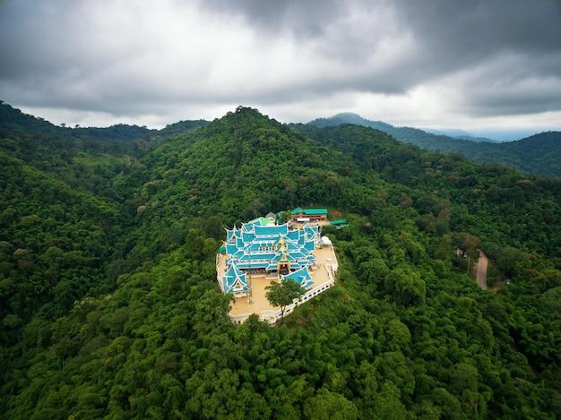 Tempio wat phukon udonthani in tailandia. (dominio pubblico o tesoro del buddismo)