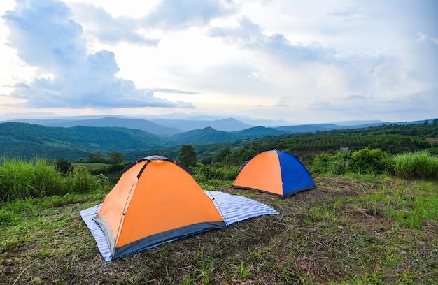 Tenda da campeggio in montagna