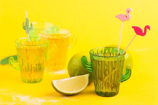 Tequila in vetro di cactus con lime