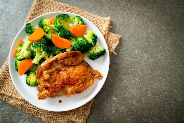 Bistecca di pollo teriyaki con broccoli e carote