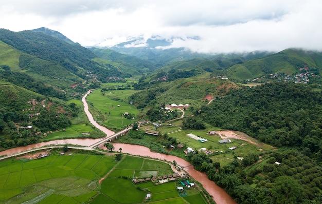 Campo di riso terrazzato nan sapan nord della thailandia