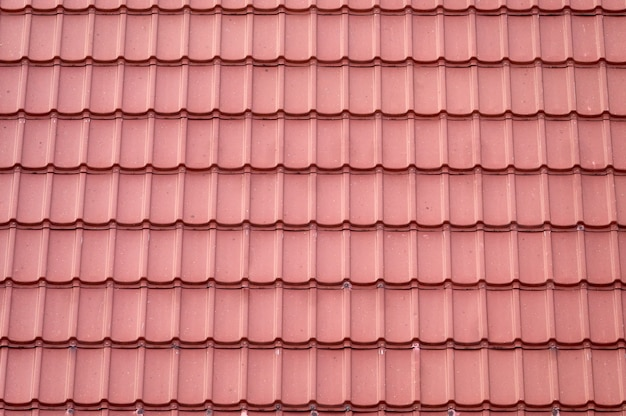 Modello senza cuciture delle mattonelle di tetto di terracotta che copre sulla casa