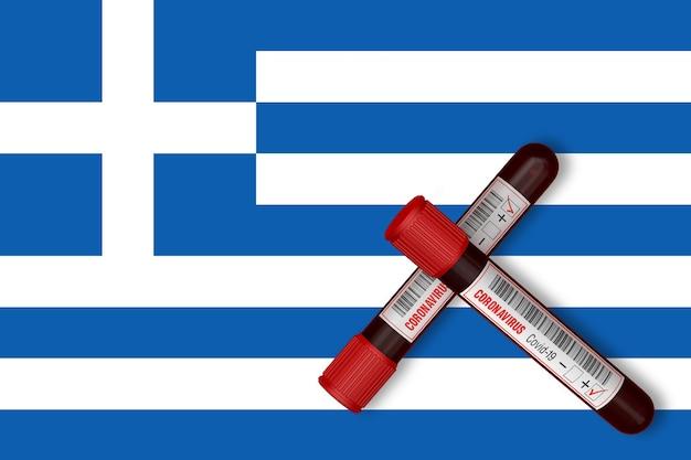 Provette con la scritta 2019ncov sullo sfondo della bandiera della grecia