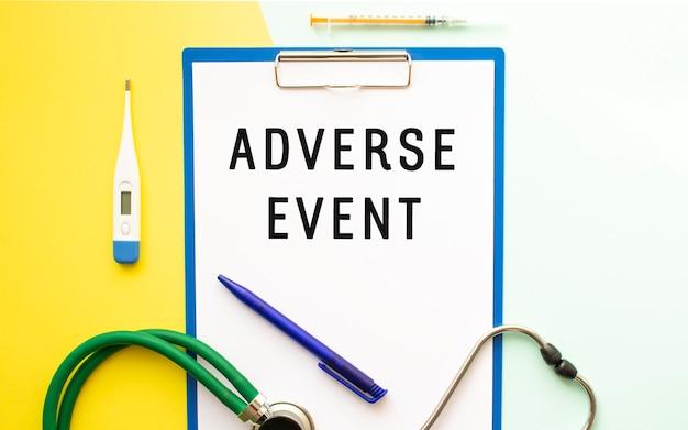 Scrivi evento avverso su una carta intestata in una cartella medica