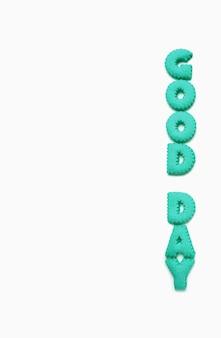Testo di buon giorno scritto con biscotti alfabeto blu acqua su sfondo bianco