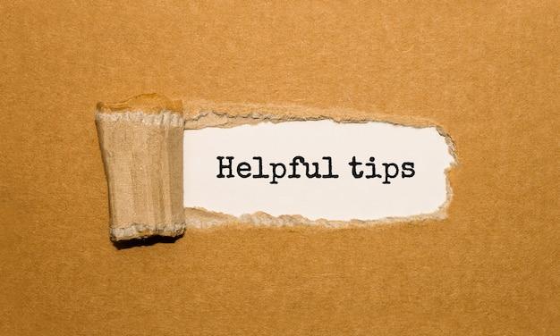 Il testo suggerimenti utili che appaiono dietro la carta marrone strappata