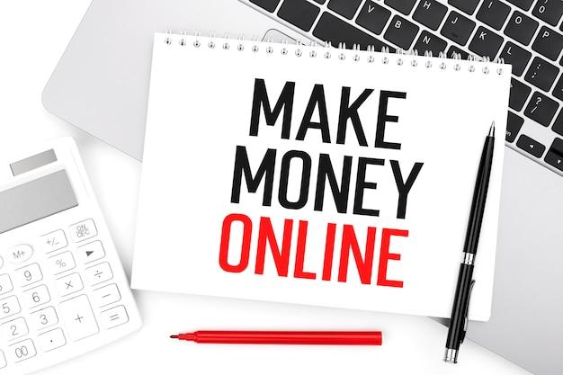 Testo make maney online su notebook, calcolatrice, laptop. concetto di affari. disposizione piatta.