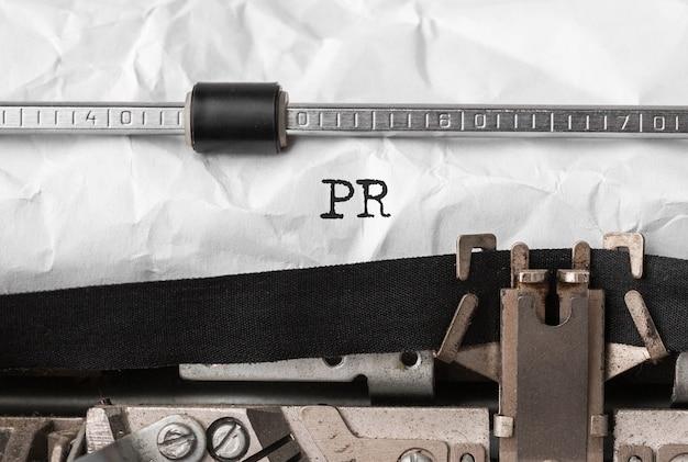 Testo pr digitato sulla macchina da scrivere retrò