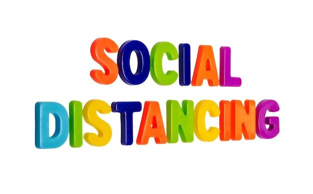 Testo distanza sociale su sfondo bianco un invito alle persone a mantenere la distanza sociale