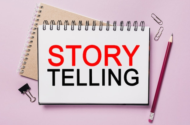 Text storytelling è il miglior marketing su un blocco note bianco con cancelleria per ufficio