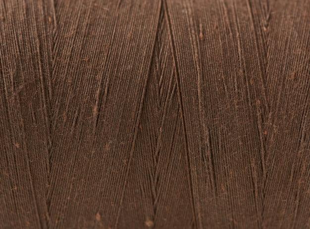 Consistenza del rocchetto marrone di filo di cotone