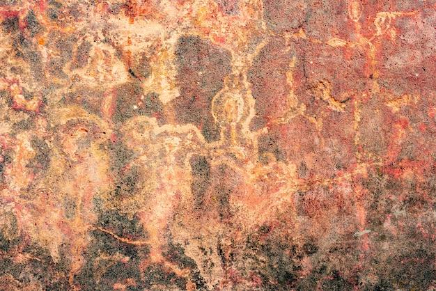 Trama di un muro di cemento con crepe e graffi che possono essere utilizzati come sfondo