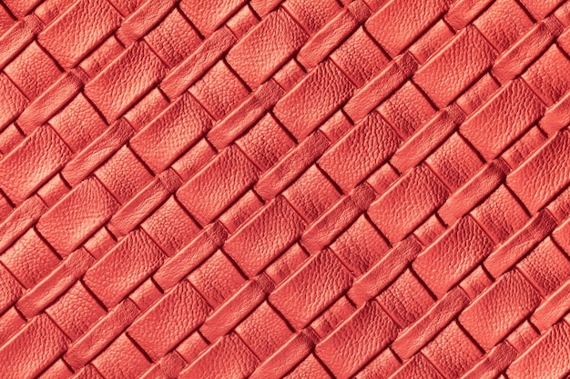 Texture di pelle rosso scuro con motivo in vimini, macro.