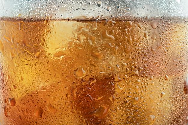 Texture di un bicchiere di whisky dorato