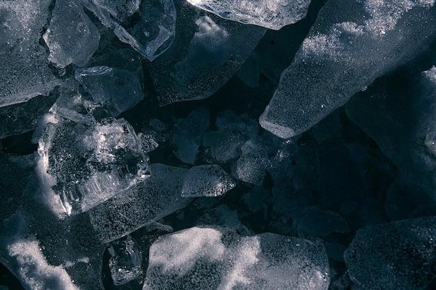 La consistenza del fiume di ghiaccio crepe l'inverno