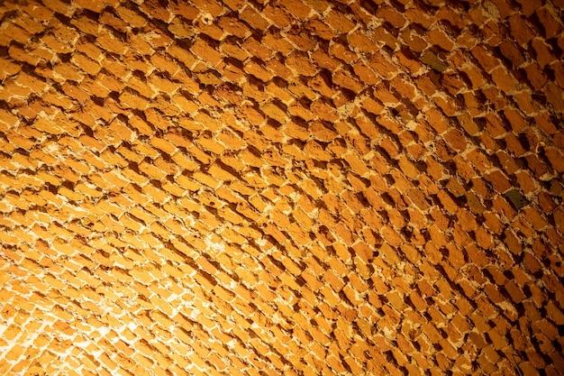 Texture di un vecchio soffitto in mattoni a luce soffusa