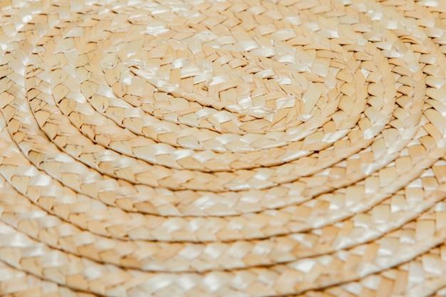 Texture di cappello di paglia verniciato vicino, cappello di paglia, dettaglio da vicino, vernice grunge astratta.