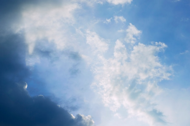 Trama bianco cielo blu