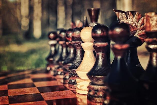 Foto effetto retrò strutturato del concetto di scacchi a bordo