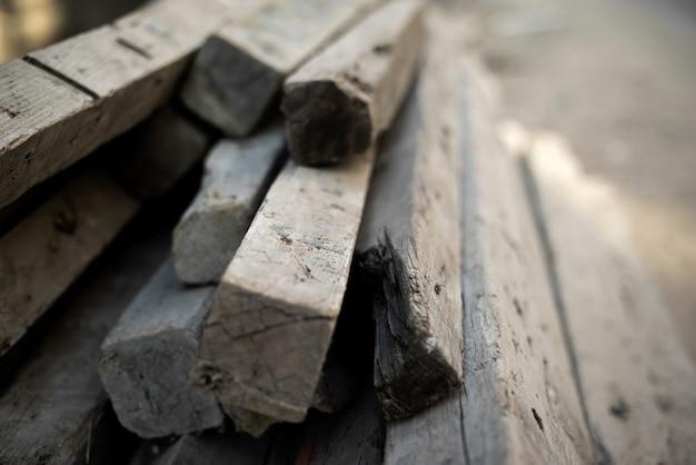 Blocchi di legno strutturati uno sopra l'altro