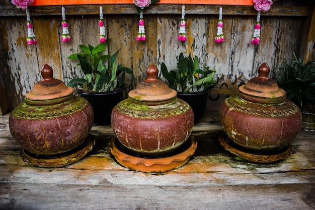 Articoli antichi tailandesi della terra di vaso di argilla per acqua potabile
