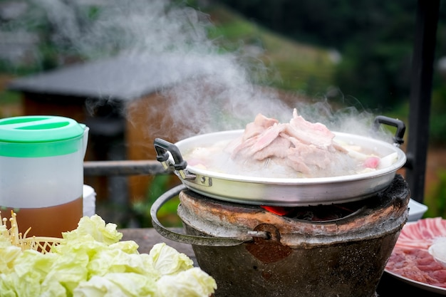 La griglia famosa tailandese del maiale dell'alimento ha chiamato il ta di moo kra