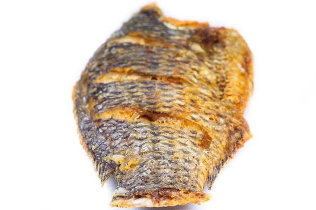 Cibo tailandese frittura di pesce in sfondo bianco