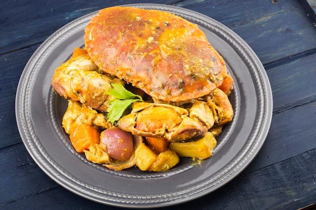 Cibo tailandese un piatto di granchio al curry?