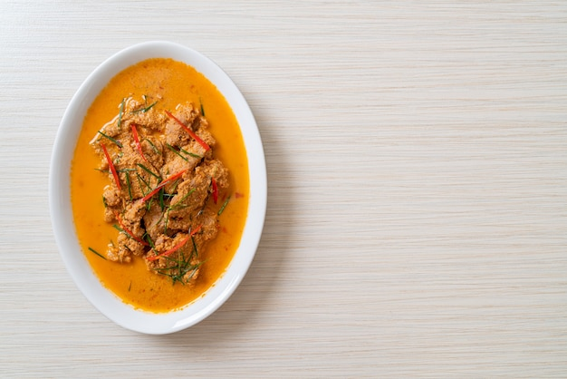 Thai meal kit panang curry con maiale - stile cibo tailandese
